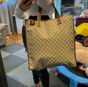 Im selling a Gucci web loop tote